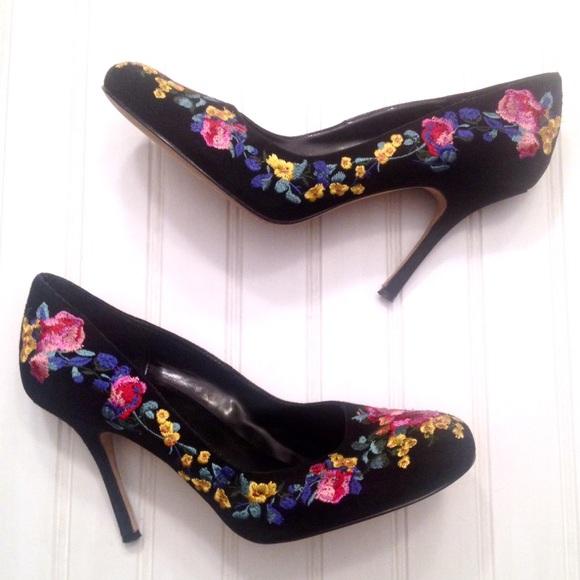 8c74e85a9d9 Jennifer Lopez Shoes - JLo black suede floral embroidered pumps heels
