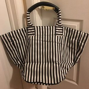 Handbags - New black & white bucket bag