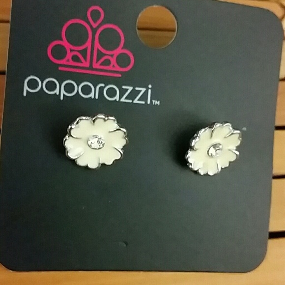 Paparazzi accessories kids white flower earrings poshmark m59fff2e113302a21f61169c3 mightylinksfo