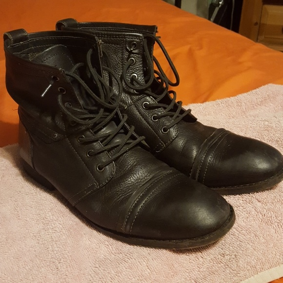 4d67ccf1344 Guess mens black leather boots
