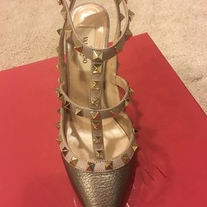 Valentino Shoes - Valentino Rock Stud Shoe 💯authentic, like new