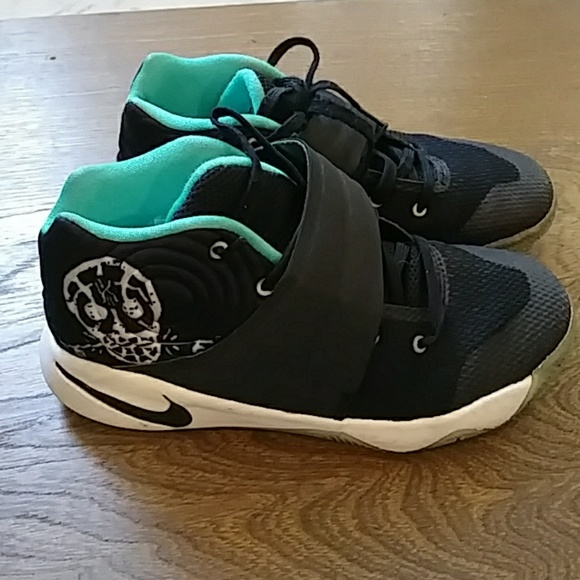size 40 1f38b 18274 Nike Kyrie 2 Skull Gs Black Hyper Jade. M 5a0079e2291a35820b125310