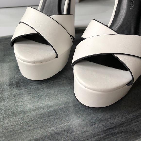Wild Diva Shoes - Wild Diva Lounge Platform Leather Heels; size 5,5