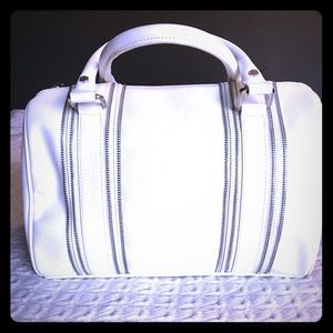 Handbags - Express white handbag with silver chain details