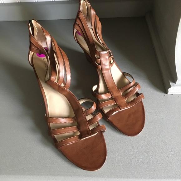 scarpe Bandolino   Bnwt Bandolino scarpe Wedges Size 85 Cage Strappy   Poshmark cbf1e2