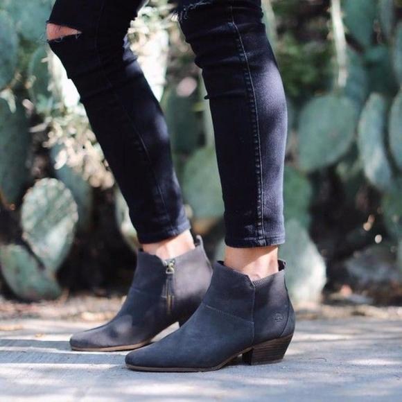 3822c9ba9ce ... Timberland Carleton Blue Suede Ankle Boots. M_5a257d379c6fcf4e240cee0c