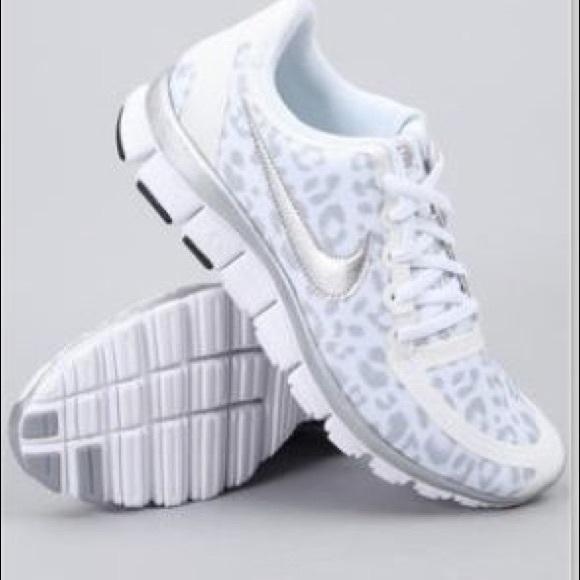 692a01e8038d Nike white cheetah print running shoes. M 5a00a38b4225be6ad112fa34