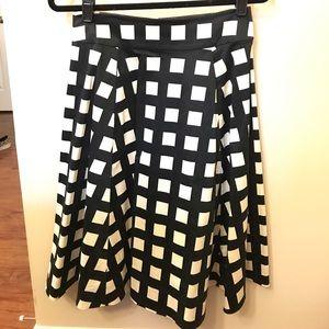 Kate Spade Black and White Windowpane skirt sz 6