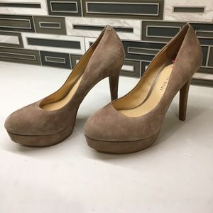 Never worn Gianni Bini tan suede platforms