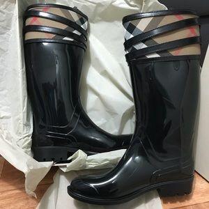 NWT Burberry Rain Boots size 10.5-11.5 EU 41