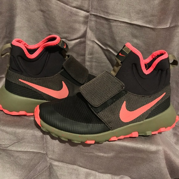 6662c12514dd8 Nike Roshe Mid Winter Stamina GS olive black red.  M 5a00e8395a49d00c71143996. Other Shoes ...