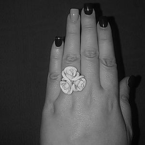 Jewelry - White rose flower ring