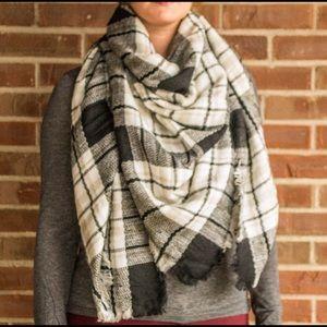 Black, white, gray blanket scarf (NWT)
