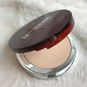 IT COSMETICS BYE BYE REDNESS PORCELAIN BEIGE