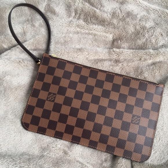 be95e3f4963f Louis Vuitton Handbags - Auth LOUIS VUITTON Neverfull Pouch Wristlet Damier