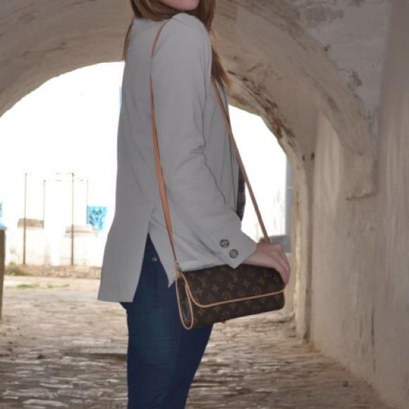 7db2f51b7cb Louis Vuitton Handbags - Authentic Louis Vuitton Twin GM Crossbody Shoulder