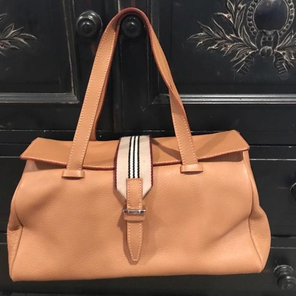 Burberry Handbags - ❗️SALE❗️Burberry tan pebbled leather handbag 8ccb1716e2c1b