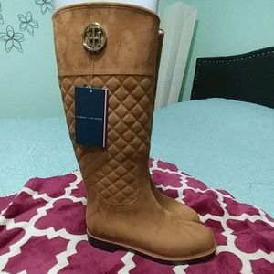 🎆Tommy Hilfiger weather proof quilted boots🎆