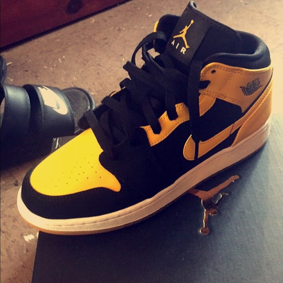 e84e3e9f5da3 Air Jordan Other - Air Jordan 1 Mid black and yellow