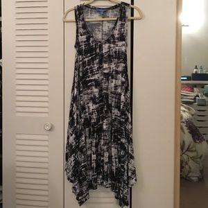 Vera Wang asymmetric black/white dress w/ pockets