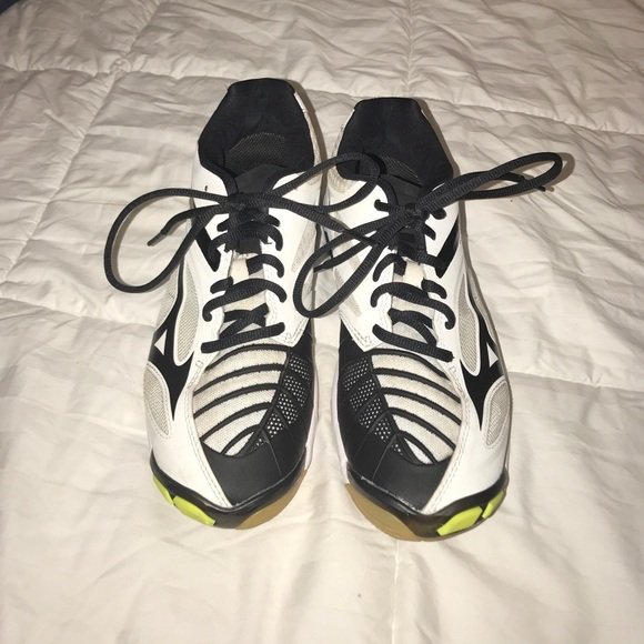 mizuno volleyball shoes wave lightning z3