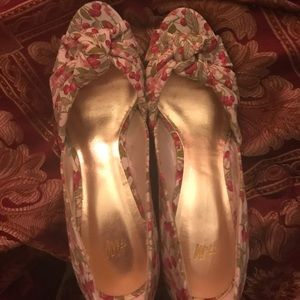 Cherry Pinup wedges size 8. Never worn