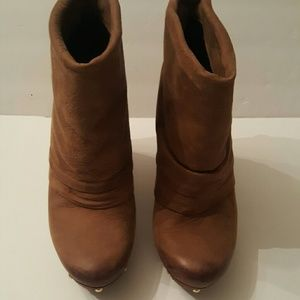 Awesome Vince Camuto Ankle Boots/Booties sz