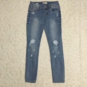 Dollhouse Lightwash Ripped Skinny Jeans Size 3