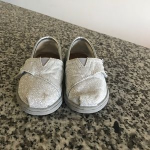 Tom's toddler girls shoes size 5
