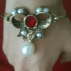 Red bow pearl bracelet