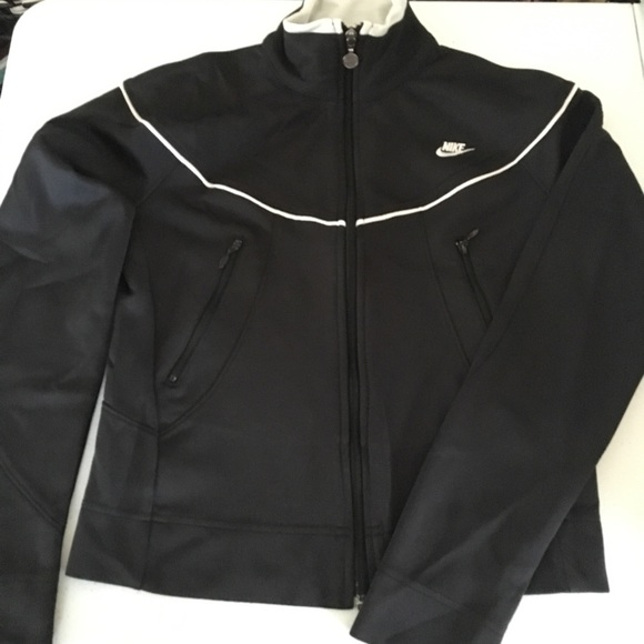 dc4444cd7c73e6 Crop Nike Jacket. M 5a0216e4c28456a433030f2c