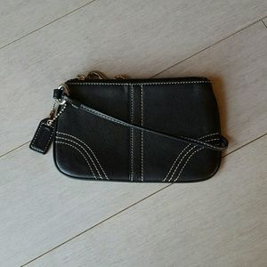 PRICE DROP 🎉 Coach Leather Wristlet