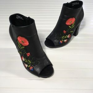 Bamboo Black Open Toe Heels w/ Embroidery Size-7.5
