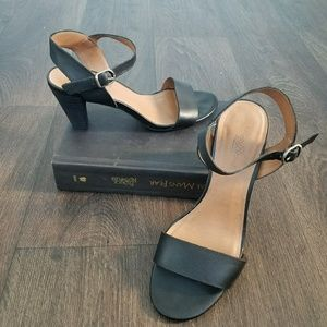 Adorable Lucky Brand heeled sandals EUC