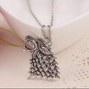Jewelry - Vintage Silver Tone Wolf Head Pendant Necklace  .