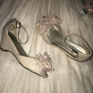 Gorgeous Girls wedge special occasion shoes