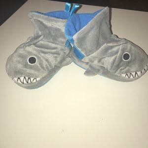 Puppet slipper pals shark size 6-7