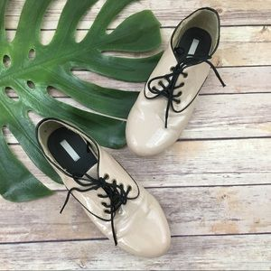 Cooperative nude shiny oxford lace up flats