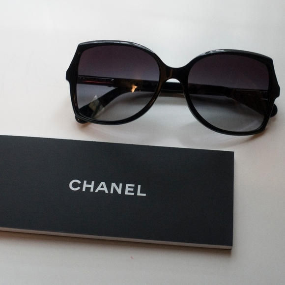 98ced170414 CHANEL Accessories - 100% Authentic Black CHANEL Sunglasses!
