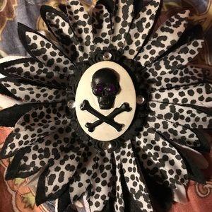 Skull flower hair clip