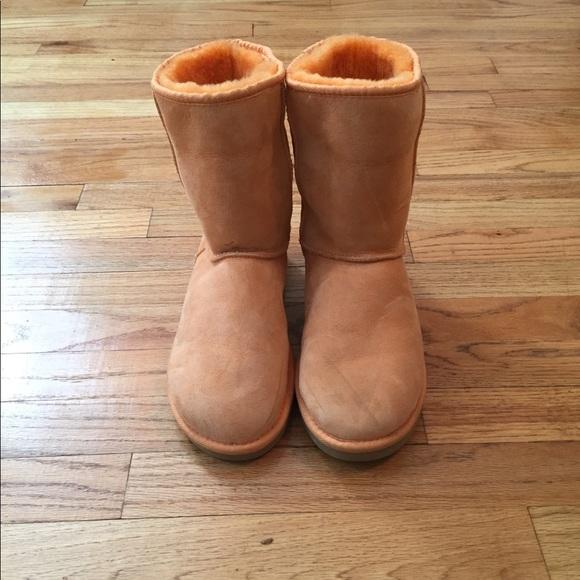 4d701e737bb UGG AUSTRALIA S/N 5825 Orange Classic Short Boots