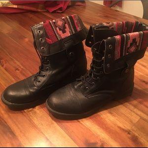 Shoes - ❄️FIRM❄️Black Aztec  Boots