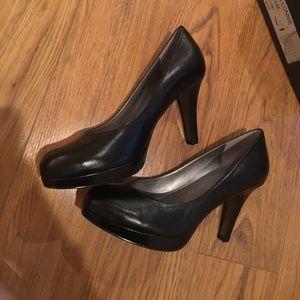Tahari ta-Lonnie pumps