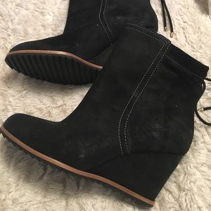 Dr. Scholl's Wedge Boots Size 8 booties Black