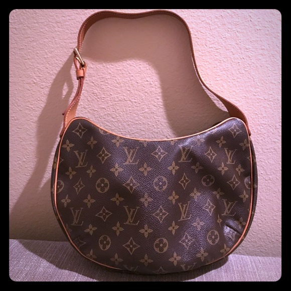 26b4331ad45 Louis Vuitton Handbags - Louis Vuitton Monogram Kidney Shaped Bag