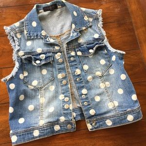 ADORABLE BLUE JEAN VEST. EUC SMALL