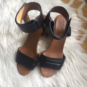 cute see by chloe sandals size 9