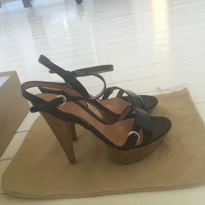 Sergio Rossi Black/tan strappy heel.