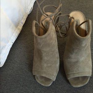 Steve Madden lace up heel