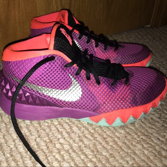 "d4a104846c1 Nike Kyrie 1 ""Easter"" Basketball Shoes. M 5a033fb5f092825a9507136a"